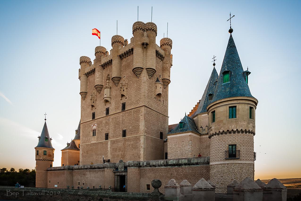Clic en la imagen para ver su versión completa.  Nombre: Alcazar de Segovia 1.jpg Visitas: 38 Tamaño: 564.7 KB ID: 12053