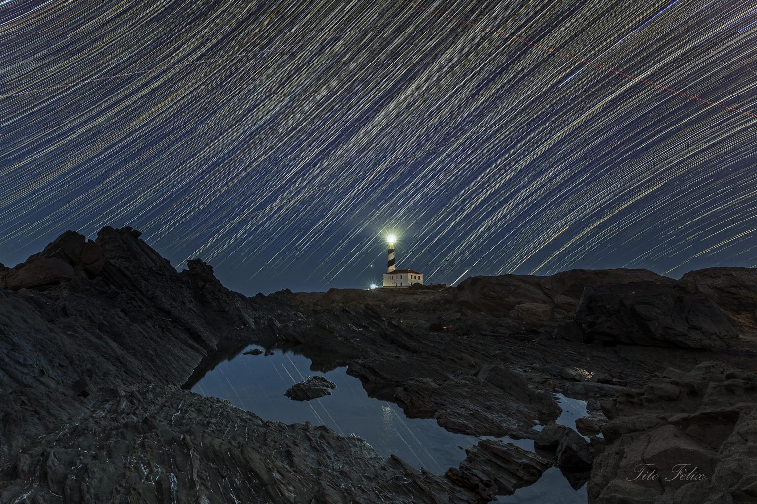 Clic en la imagen para ver su versión completa.  Nombre: StarStaX Faro Fvrtx ff.jpg Visitas: 107 Tamaño: 381.8 KB ID: 11481