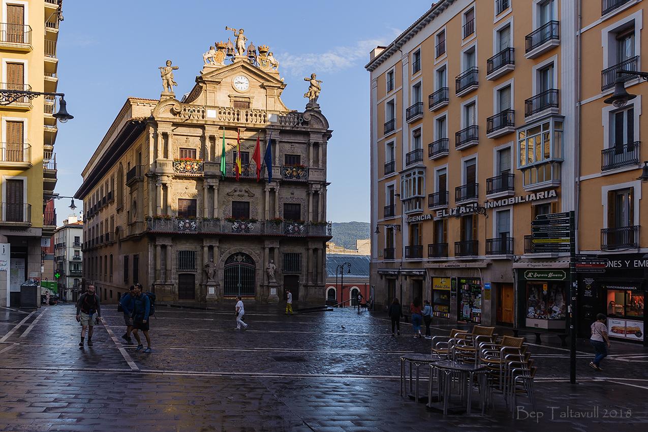 Clic en la imagen para ver su versión completa.  Nombre: Ajuntament de Pamplona.jpg Visitas: 93 Tamaño: 782.4 KB ID: 10600