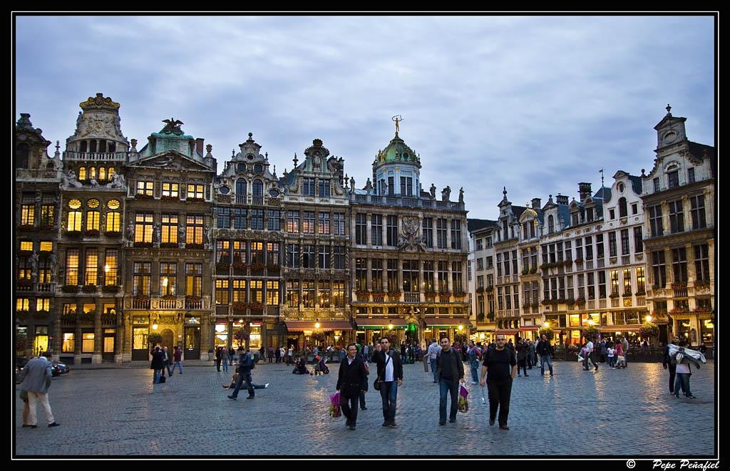 Nombre:  Bruselas anocheciendoPP.jpg Visitas: 44 Tamaño: 185.8 KB